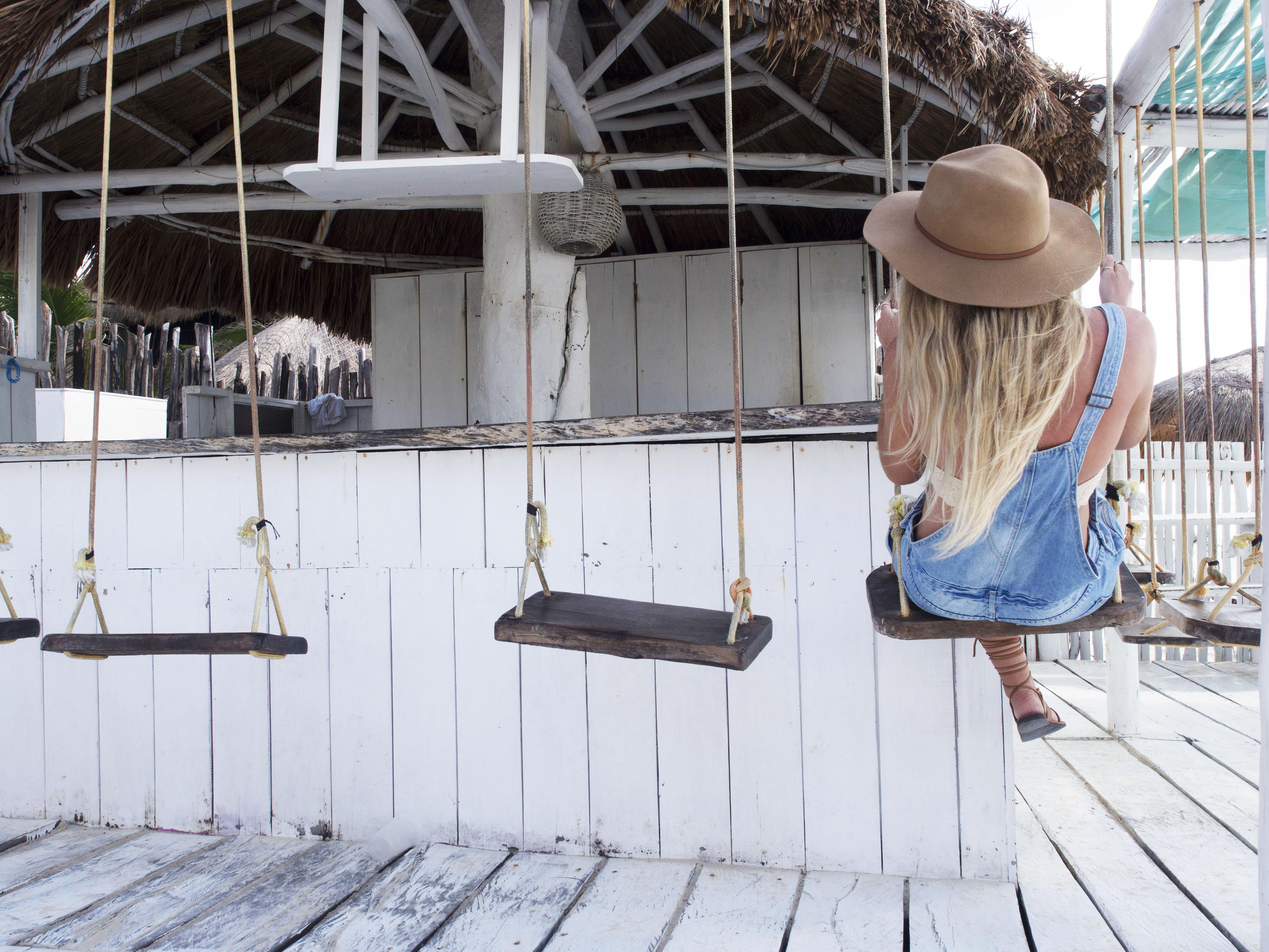 Swinging Bar